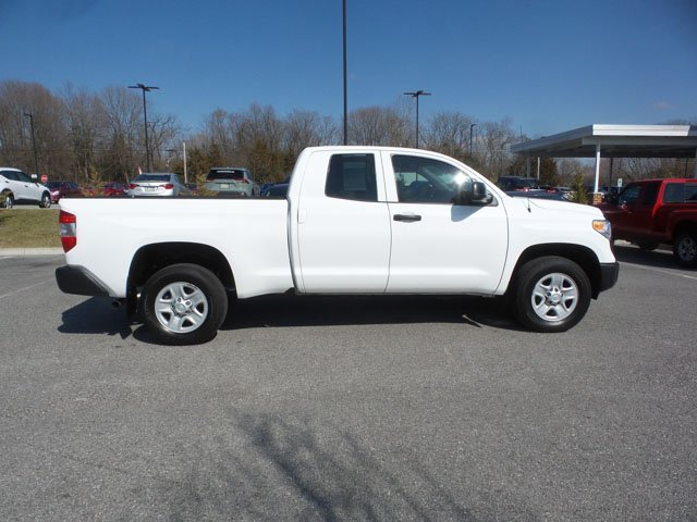 Pre-Owned 2017 Toyota Tundra SR